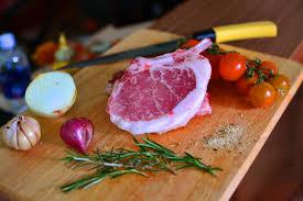 Các-sản-phẩm-thịt-heo-nhập-khẩu-được-ưa-chuộng-tại-zinfood.